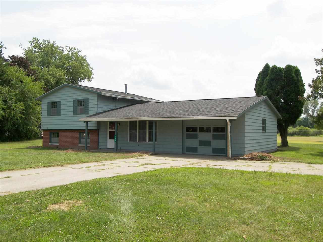 409 E Pickwick Drive Syracuse, IN 46567